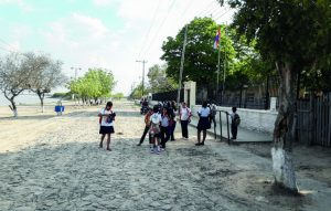 La escuela cuenta con educación inicial y secundaria.